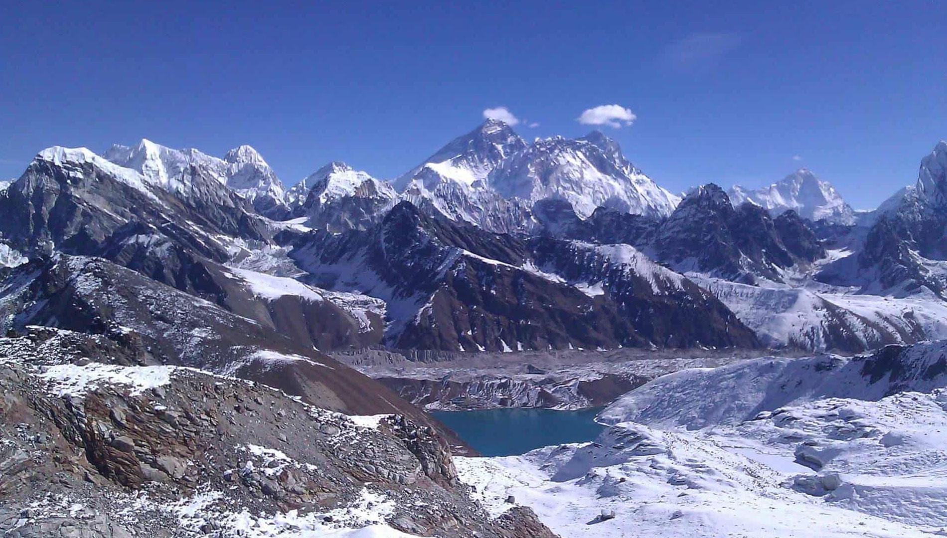 Gokyo Chola Pass Trek 18 days